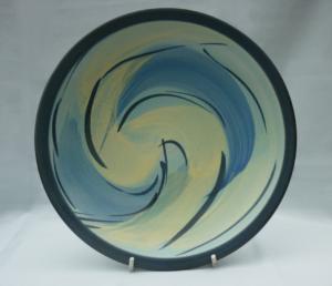 Schale mit Pinseldekor in Gelb und Blau